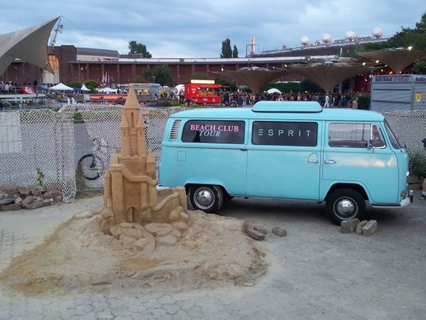 vw combi on the beach in cologne golf by tourmiss. Black Bedroom Furniture Sets. Home Design Ideas