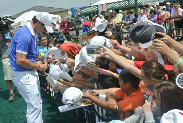 Rory McIlroy signs autographs after his Shell Houston Open final round.  (Photo - www.golfbytourmiss.com)