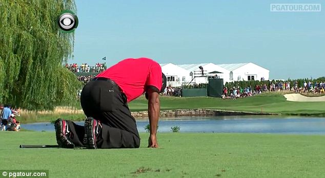 Tiger Woods clearly in agony over the last round of the Barclays.  (Photo - www.pgatour.com)