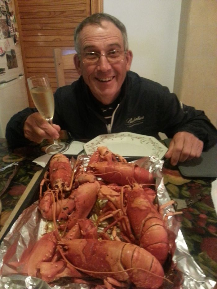 Super caddy John 'Ronnie' Roberts dines out on lobster and champagne.  (Photo - www.golfbytourmiss.com)