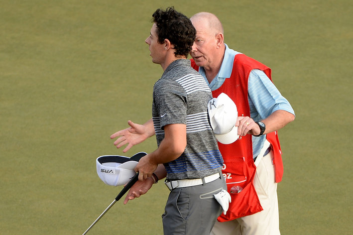 Scotland's Dave Renwick explaining to Rory McIlroy what he witnessed at the second hole.  (|Photo - www.gettyimages.com)