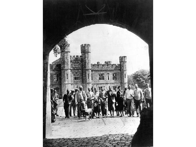 The USA Walker Cup Team visit Leeds Castle on 15 May 1975 as guests of Sir Adrian Baillie. (Photo - Leeds Castle Foundation).