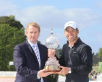 Irish PM Enda Kenny presenting 2013 Irish Open winner Paul Casey with the trophy.  (Photo - www.golffile.ie)