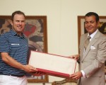 Richie Ramsay is handed the ceremonial victory dagger by Prince Moulay Rachid after capturing the 2015 Hassan 11 Trophy.  (Photo - www.europeantour.com)
