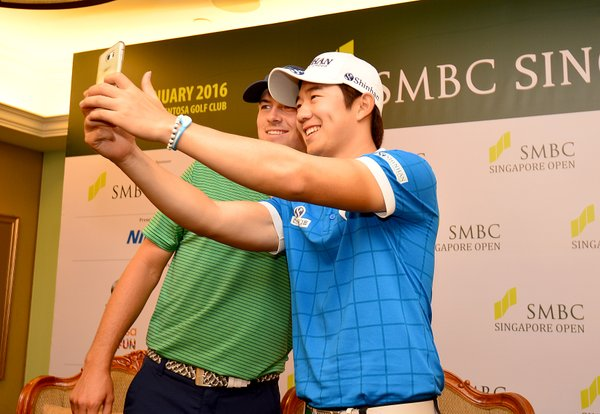 Jordan Spieth's 101,000 klm journey ends with Younghan Song gets a 'selfie' with the World No. 1.